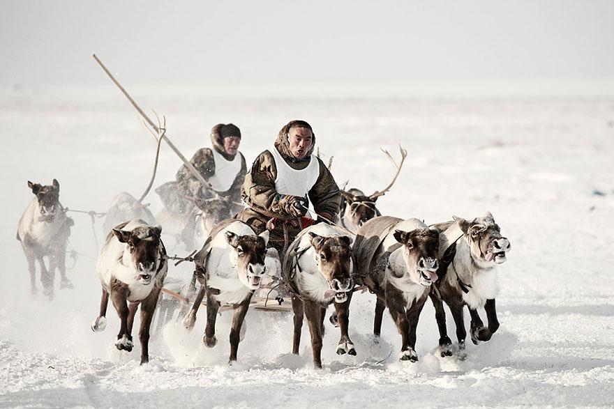 photographs-of-vanishing-tribes-before-they-pass-away-jimmy-nelson-46__880.jpg
