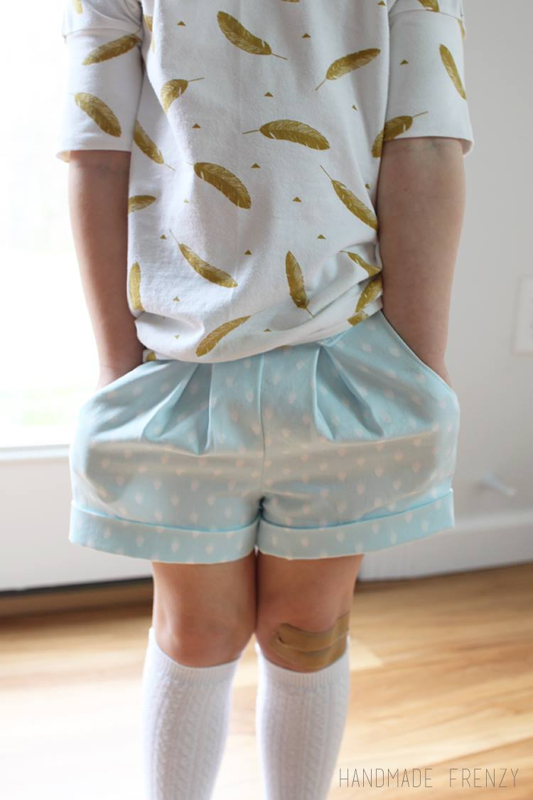 Handmade Frenzyhttp://handmadefrenzy.blogspot.ca/2016/03/skipper-top-clover-shorts-sewing-for.html