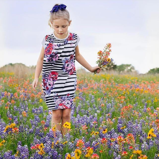 This UpBeet Dress by @sweeterthancupcakesblog is just so pretty. Check our her account and blog for more details.🌸 Don't forget that all the patterns are on sale until Monday [code SPRINGISINTHEAIR for 30%off] and it's your last chance to get the Elm poncho and Ash jumpsuit. #upbeetteedress #projectfarmersmarket #prpdesignercapsule #sewingforkids#isew#sewing