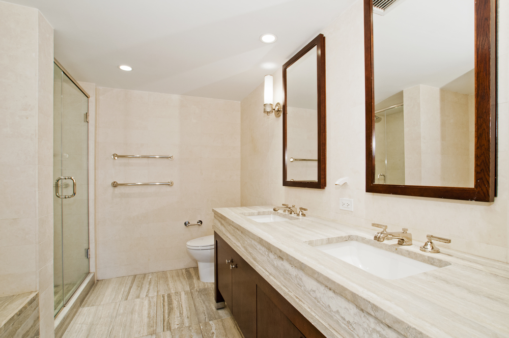 Riverside_Boulevard_80_1-DE_Bathroom2_.jpg