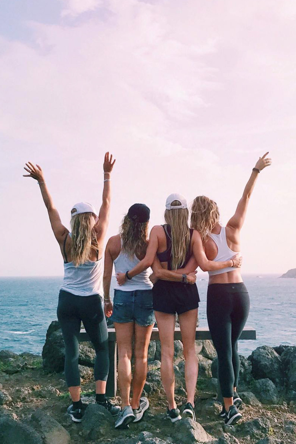 Ocean Hike / Pink Sunset / Sisters Best Friend Photos / Photography Pose Ideas / Kelly Fiance Creative