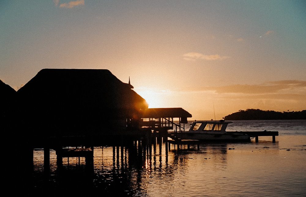 ocean sunset / tahiti travel photography / film photos / kelly fiance creative