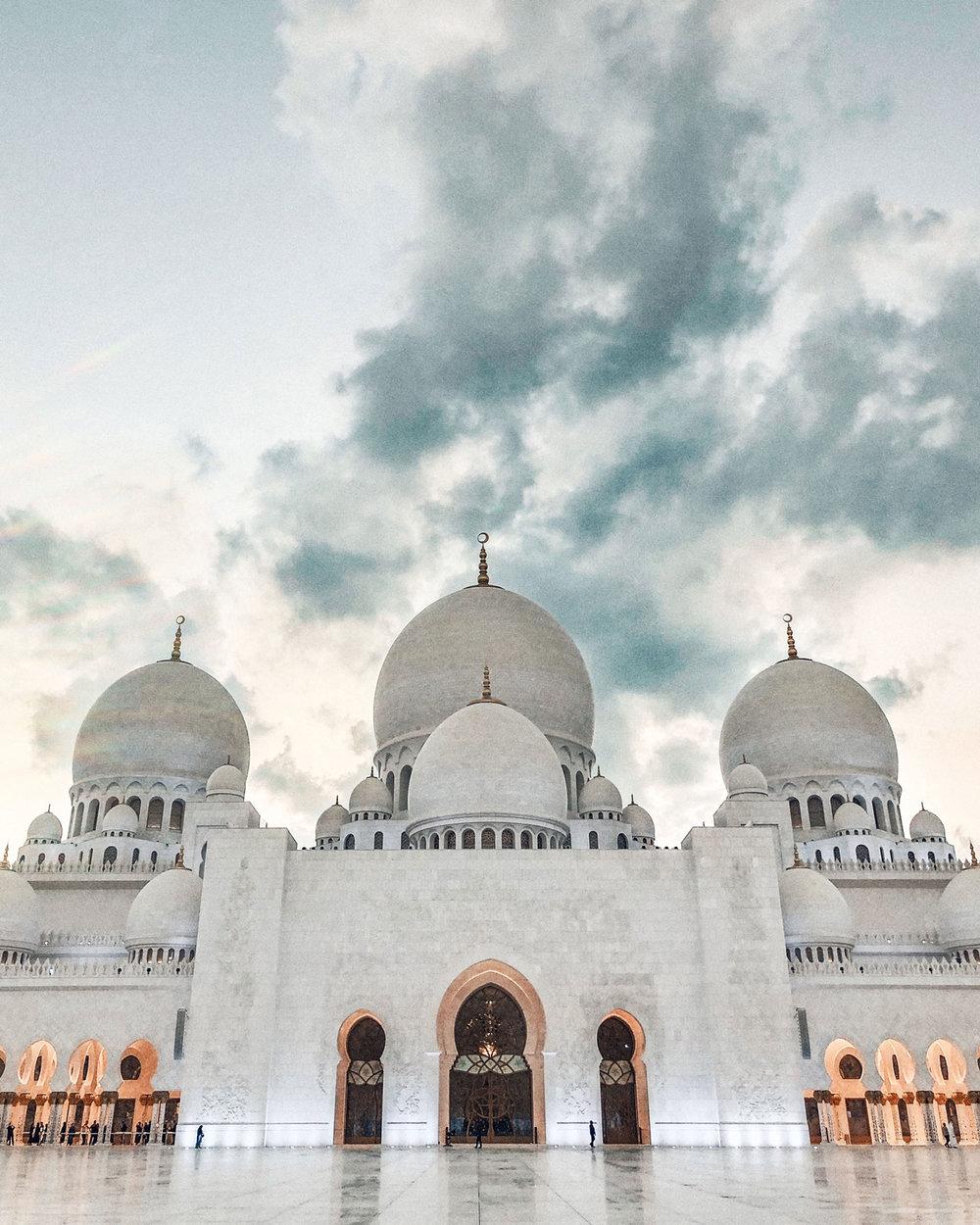 Zayed Mosque Abu Dhabi Travel Photography / Dubai Travel Tips