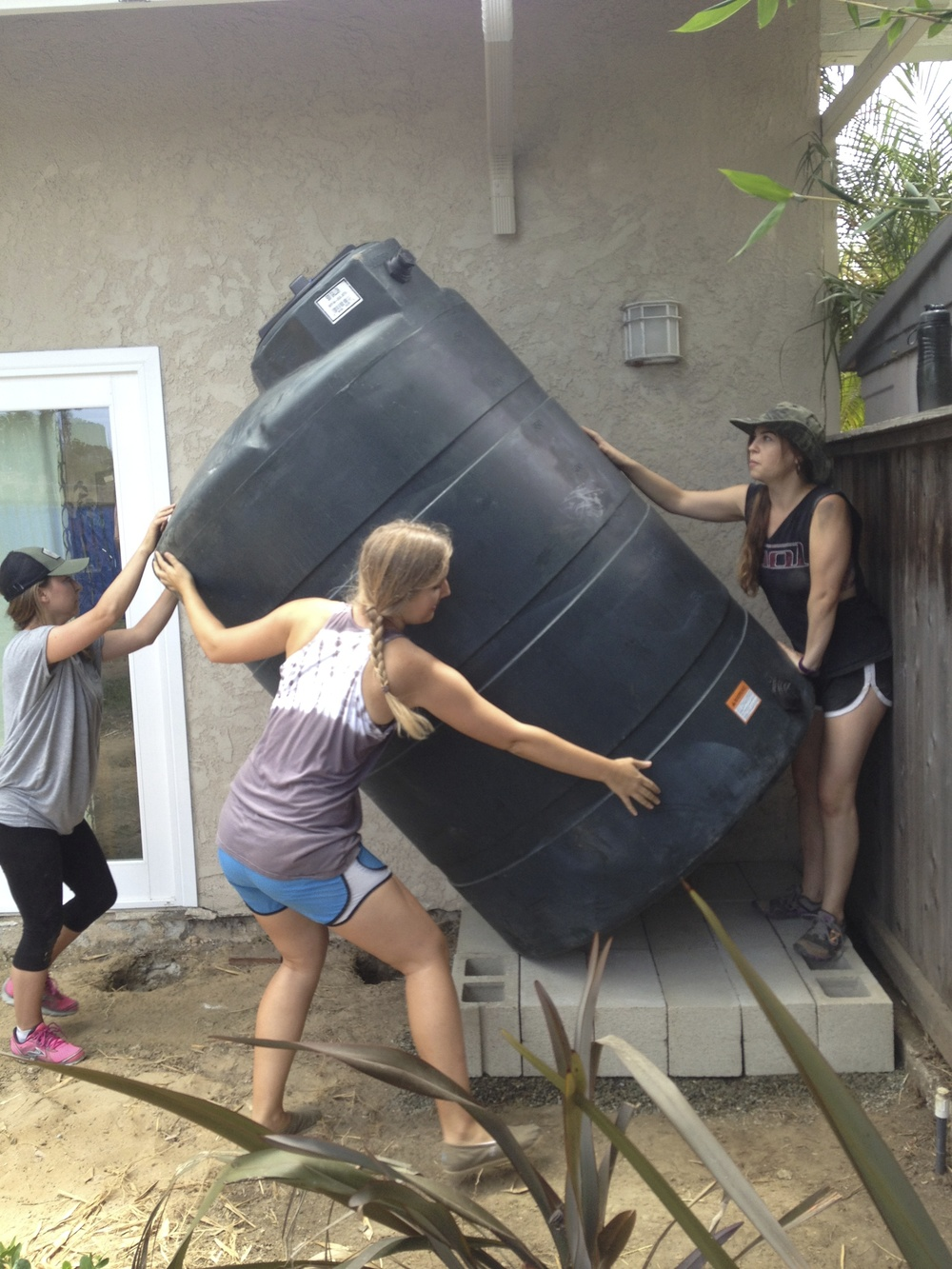500 gallon rainwater tank, 4' diameter