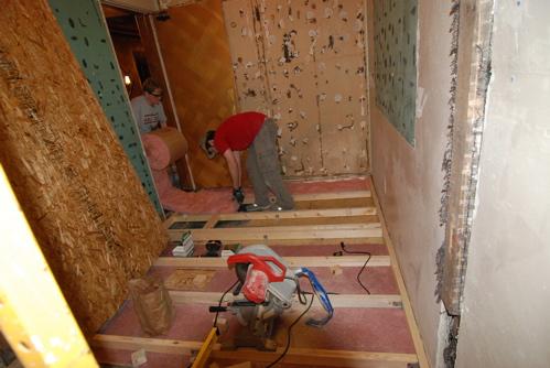 laying-insulation-bathroom.JPG