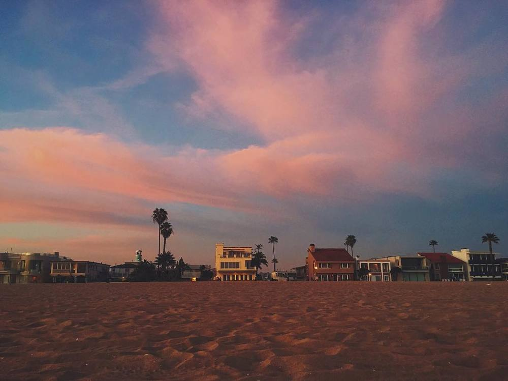 ok-ok-last-one-of-the-epic-sunset-adventure-for-valentinesday-at-newport-newportbeach-beach-41366-that-cottoncandy-clouds-sky-though-pantone-rosequartz-serenity_25259708441_o.jpg