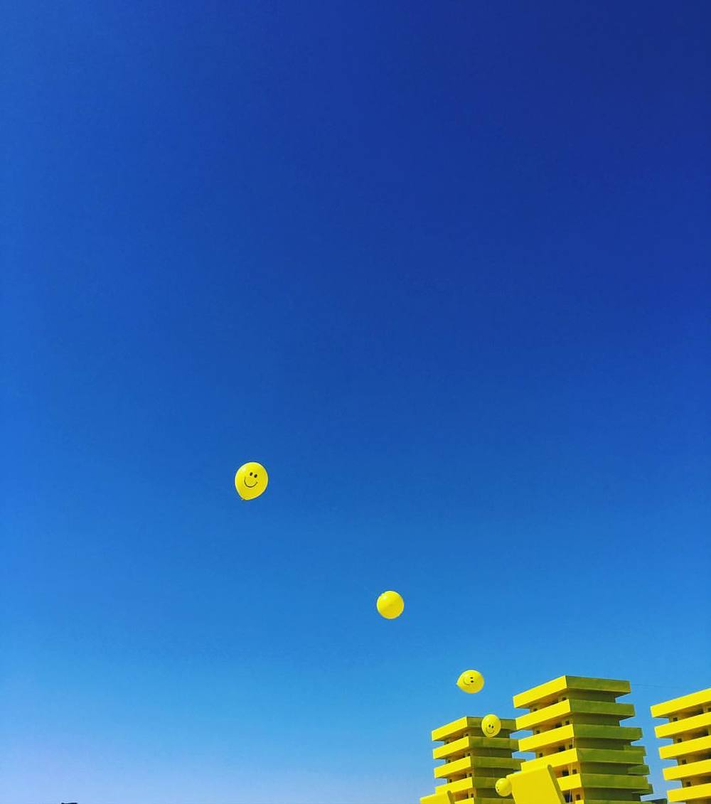 dont-worry-be-happy-100366---dontworrybehappy-coachella-blue-sky-yellow-smiley-coachella2016-desertvibes-positivevibes-adventure-yay_26783625515_o.jpg