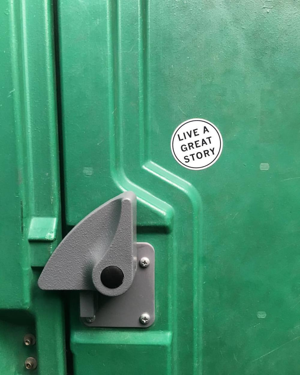 every-once-in-a-blue-moon-you-find-totally-legit-lifeadvice-in-a-portapotty-102366-also-can-anyone-explain-to-me-why-how-these-idiots-sit-inside-porta-potties-to-literally-carve-their-crappy-ass-graffiti-into-the-plastic-i-seriously-dont_26790425.jpg
