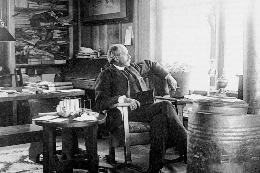 2-percival-lowell-american-astronomer-science-source.jpg