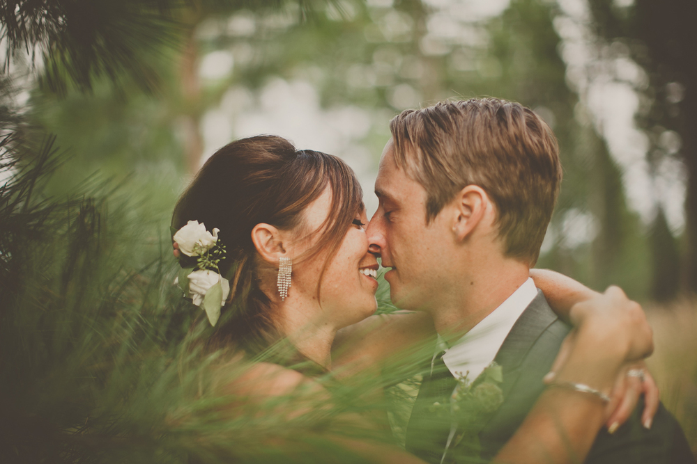 Spruce-Lodge-Flathead-Lake-wedding-kiss.jpg