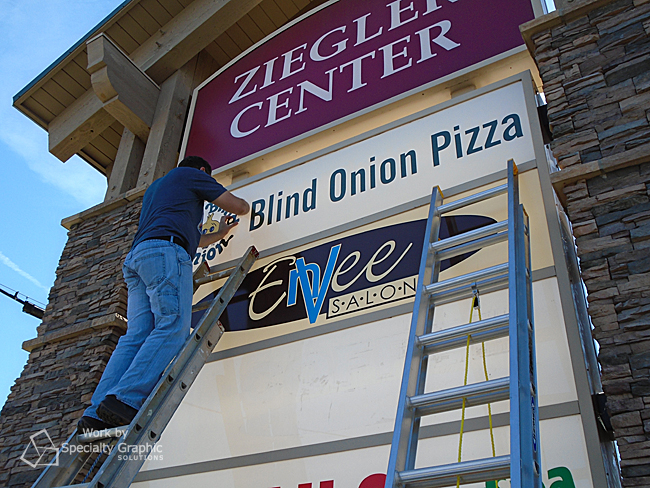 illuminated panel sign blind onion pizza.jpg