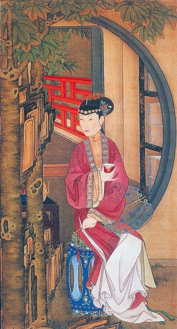 5,桐蔭品茶: 仕女手持薄紗紈扇,坐於茂密的梧桐樹下靜心品茶。茶飲原是一種日常飲食行為,由於品茶論道的盛行,而成為歷朝文人士大夫中的風雅之事。圖中月亮門內有一黑 漆描金書架,滿函的書籍不僅為畫面增添了儒雅的書香氣息,而且與仕女手中的茶具相互映襯,表現出宮中女子的文化修養。
