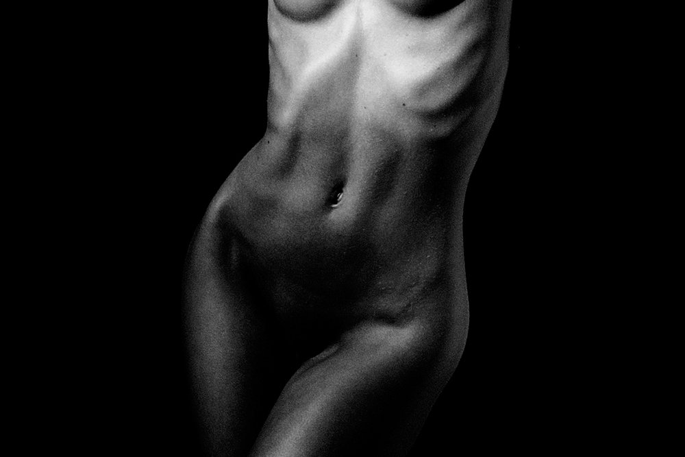Nude_Close_bw.jpg