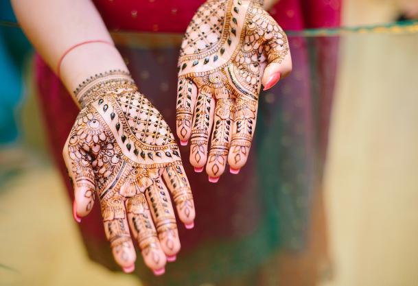 henna hands.jpg