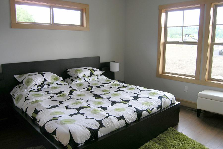 Guest Bedroom - Getaway Cabin