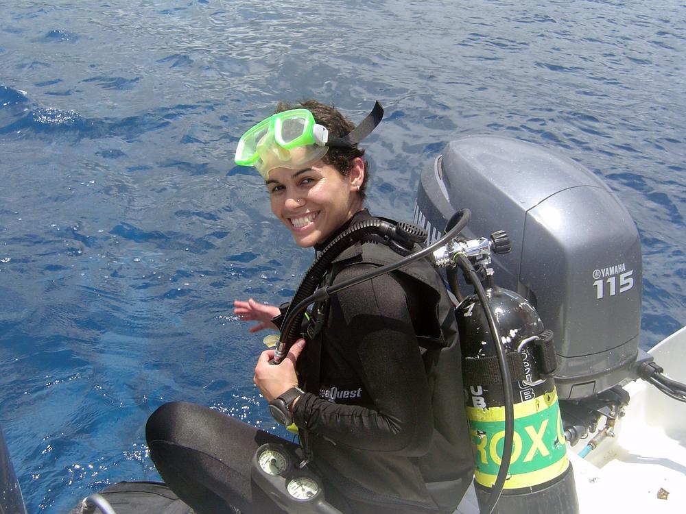 Delisse Ortiz diving in at Honokohau, Hawaii, 2004