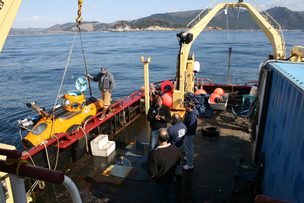 Conducting submersible surveys off central California, 2007