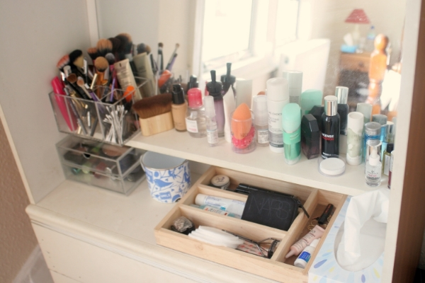 makeup storage dresser top