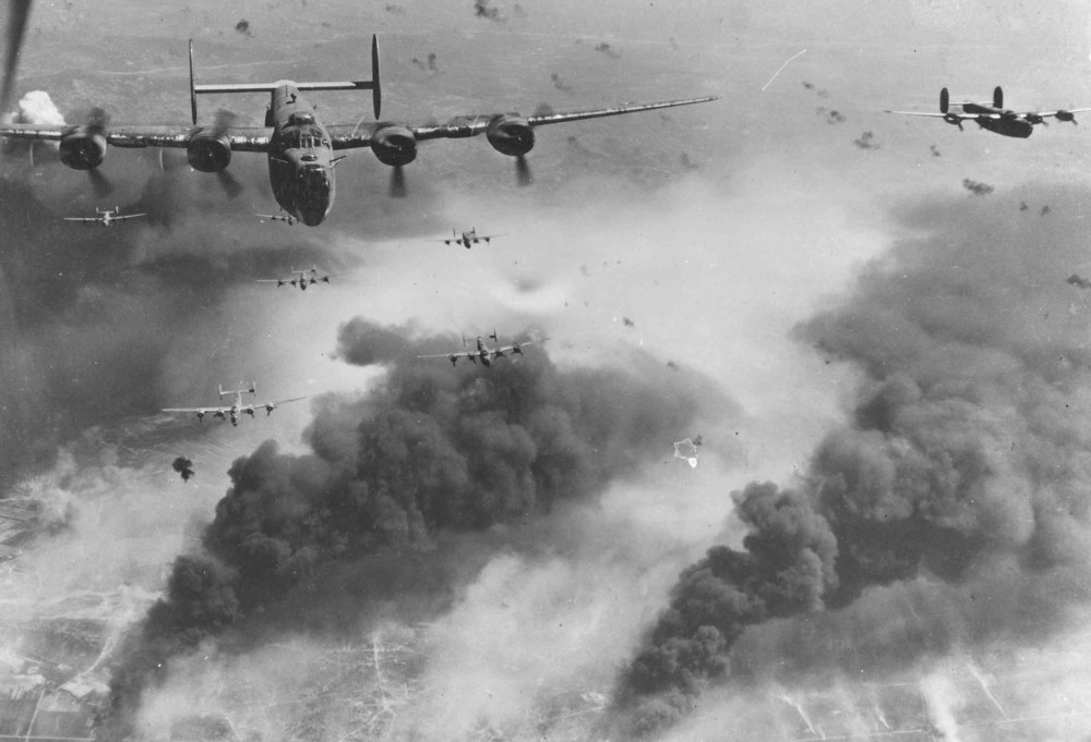 B24 Liberators Fly Over the Oil Fields of Ploesti, Romania - 1943/Wikimedia