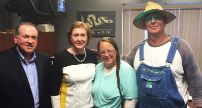 Governor and Mrs. Mike Huckabee with Rowan County Clerk Kim Davis and her husband. Courtesy Raw Story