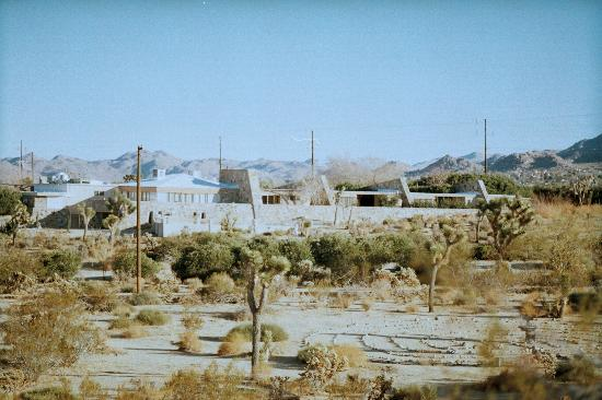 joshua-tree-retreat-center-1.jpg