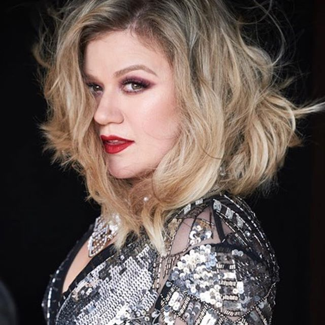 New work from #makeup artist @gloglomakeup with @kellyclarkson using @ritueldefille . . . . . #Beauty #fashioneditorial #Cosmetics #hair #MUA #promakeupartist #beautyphotography #fashionphotography #artist #beautypr #ArtistAgency #beautypublicrelations #publicrelations #lips #eyes #contour #cheeks #hairstyle #beautiful #skin #editorial #beautyeditorial #beautiful #artist #creative #style #gorgeous