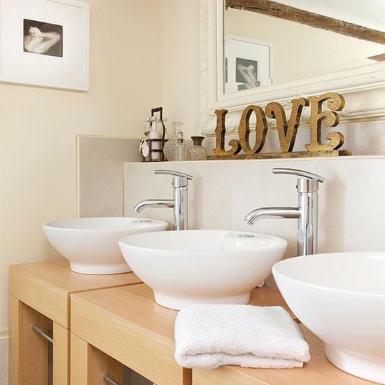 cream-bathroom---25-beautiful-homes-housetohome.jpg