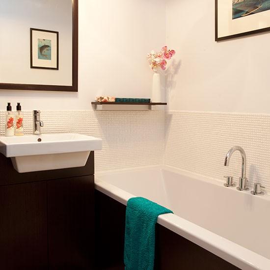 Dark-Wood-and-White-Bathroom-25-Beautiful-Homes-Housetohome.jpg