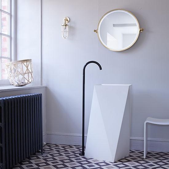 Navy-Blue-and-White-Bathroom-Livingetc-Housetohome.jpg