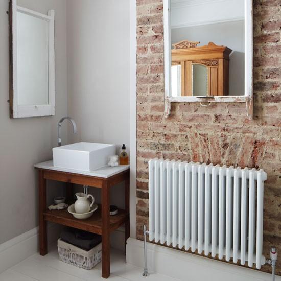 Small-rustic-bathroom.jpg