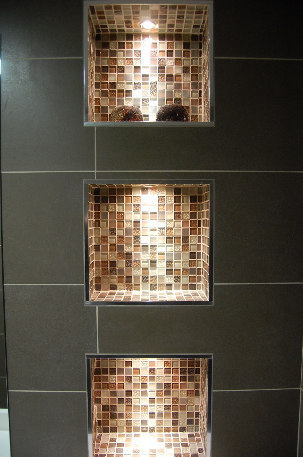 Bathroom recesses and feature lighting04.jpg