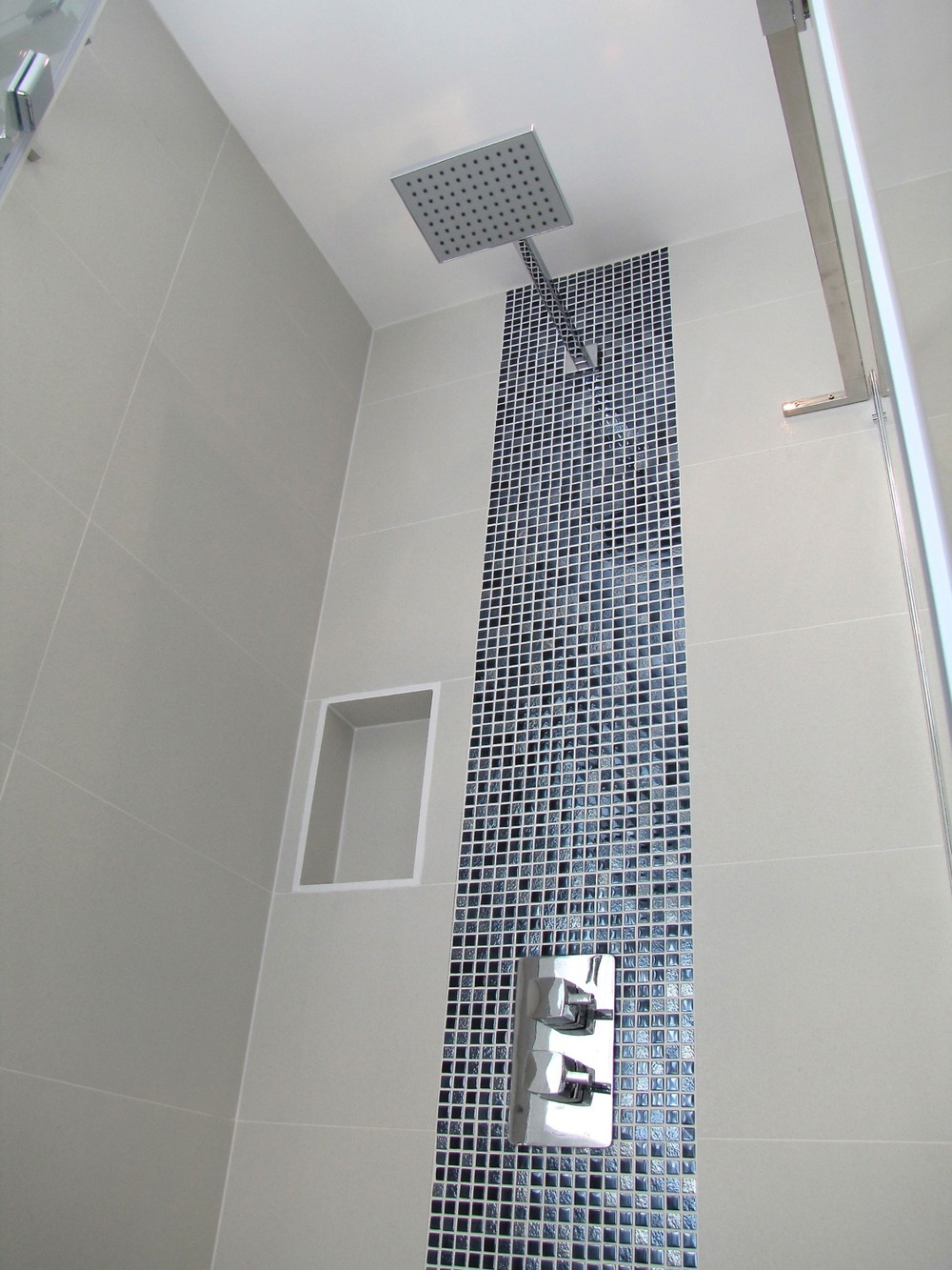 Bathroom recesses and feature lighting15.jpg