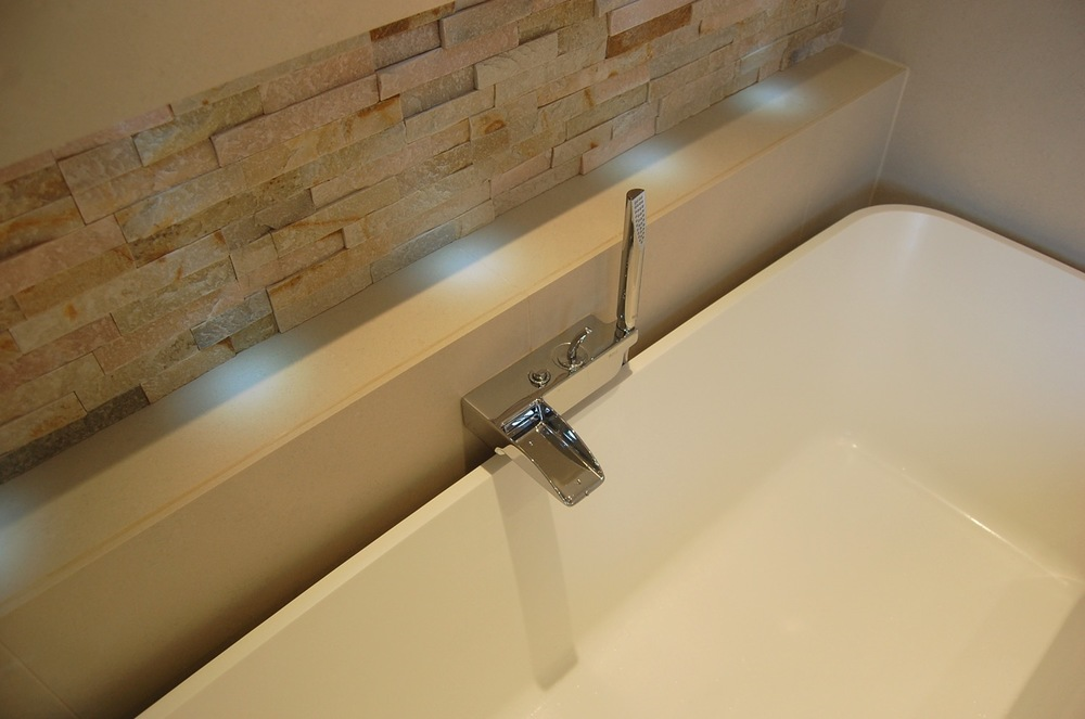 Bathroom recesses and feature lighting17.jpg