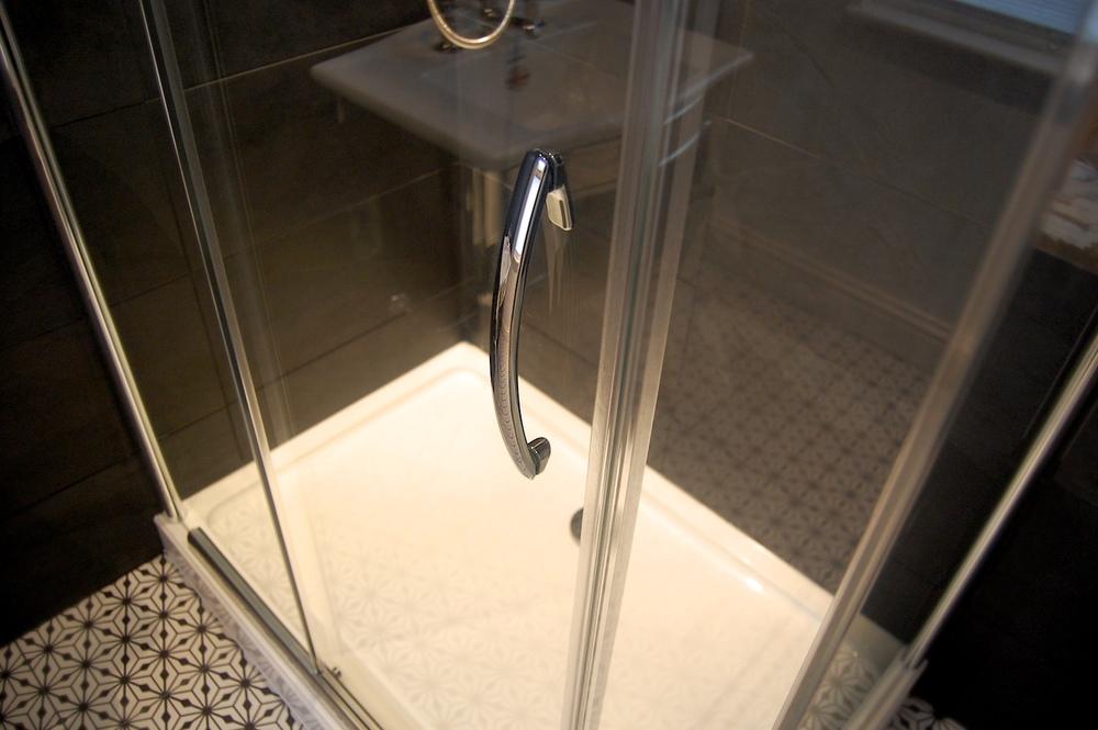 Imperial Bathrooms Teddington 563.jpg