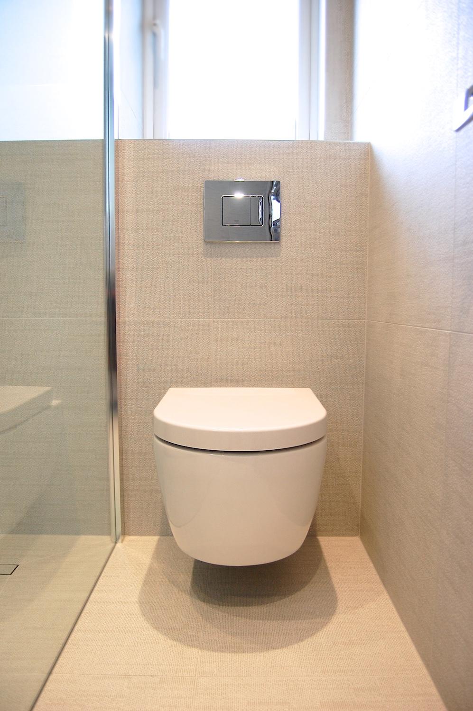 Windlesham bathroom June 2016 756.jpg