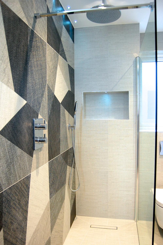 Windlesham bathroom June 2016 754.jpg