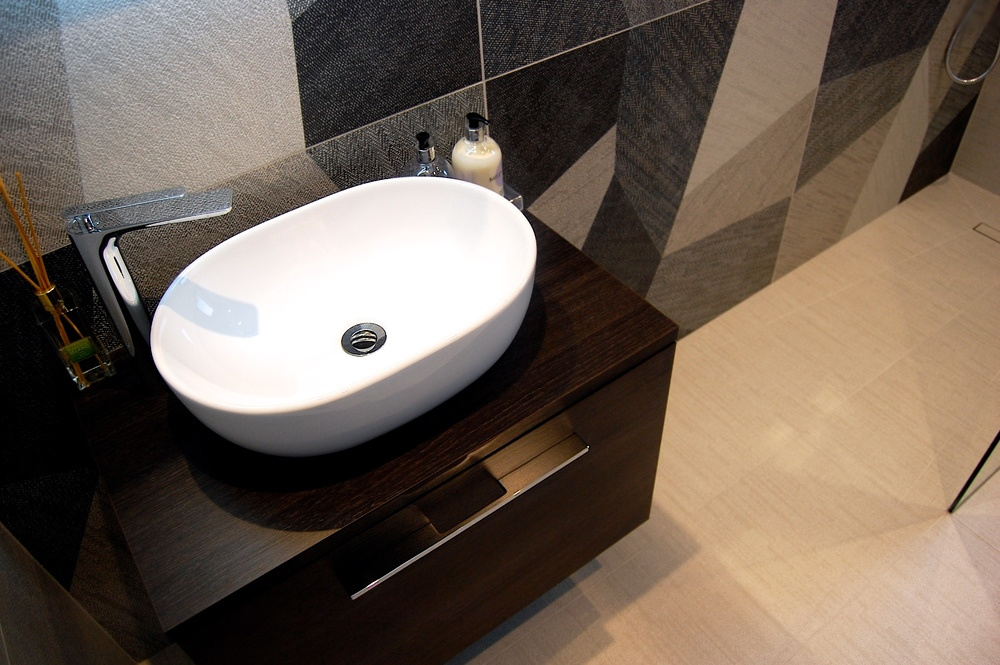 Windlesham bathroom June 2016 751.jpg