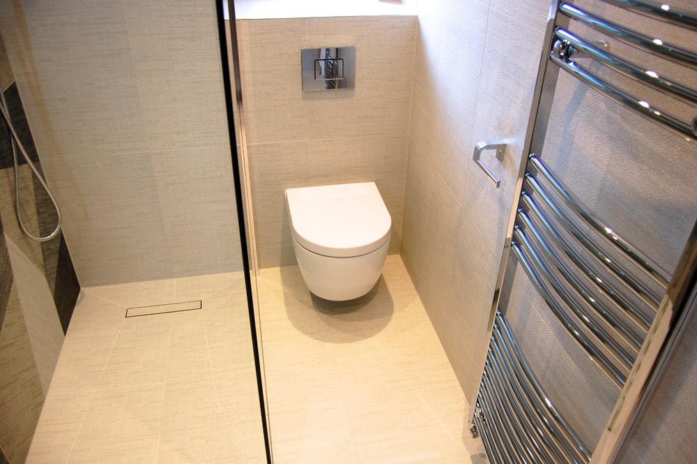 Windlesham bathroom June 2016 755.jpg