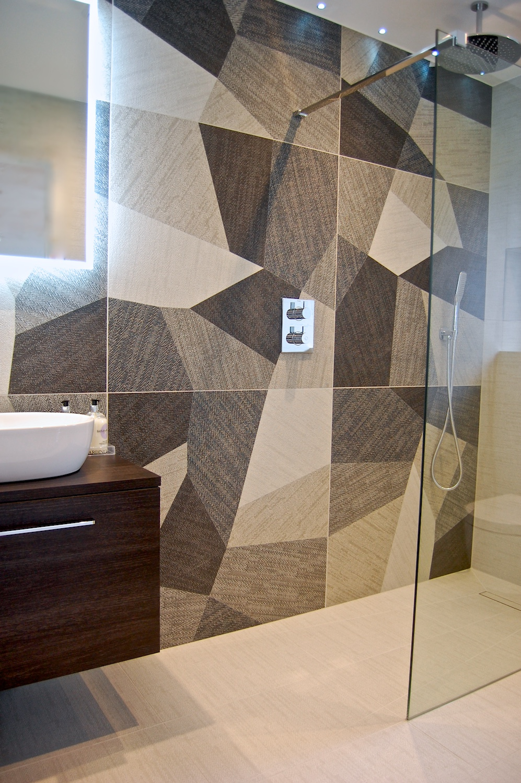 Windlesham bathroom June 2016 748.jpg