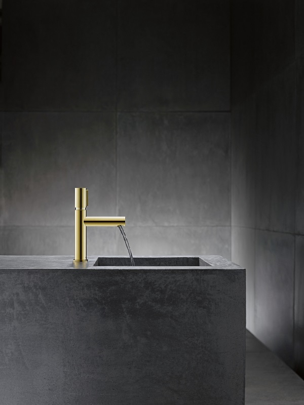 AXOR-Uno-Select-Gold-With-Water.jpg