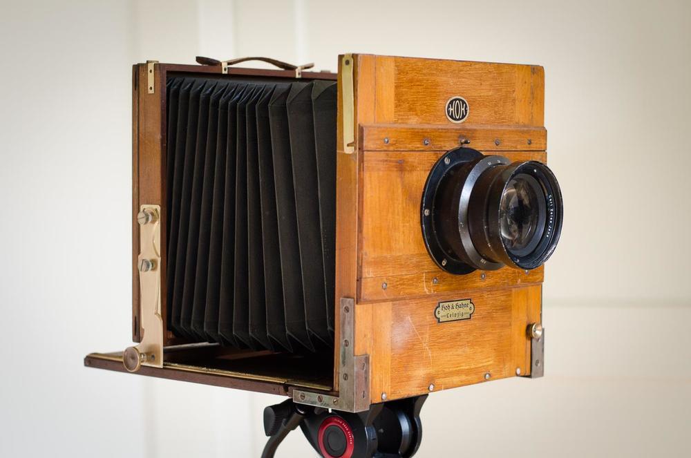Die Kamera: Hoh & Hahne, ca. 1910. Format 18x24 cm