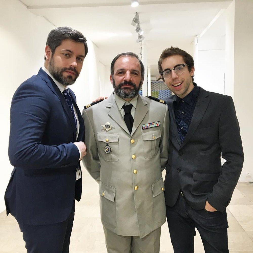 Le ministre, le général et le geek.