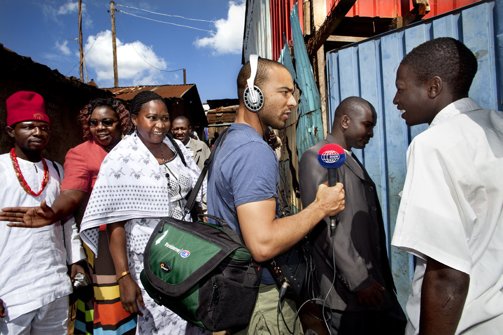 Part of a reportage about radio reporter Ikenna during a reportage in Kibera, a suburb of Nairobi (Kenya)   Use: All use, including a wall in the office   Cliënt: RNW, Radio Netherlands Worldwide