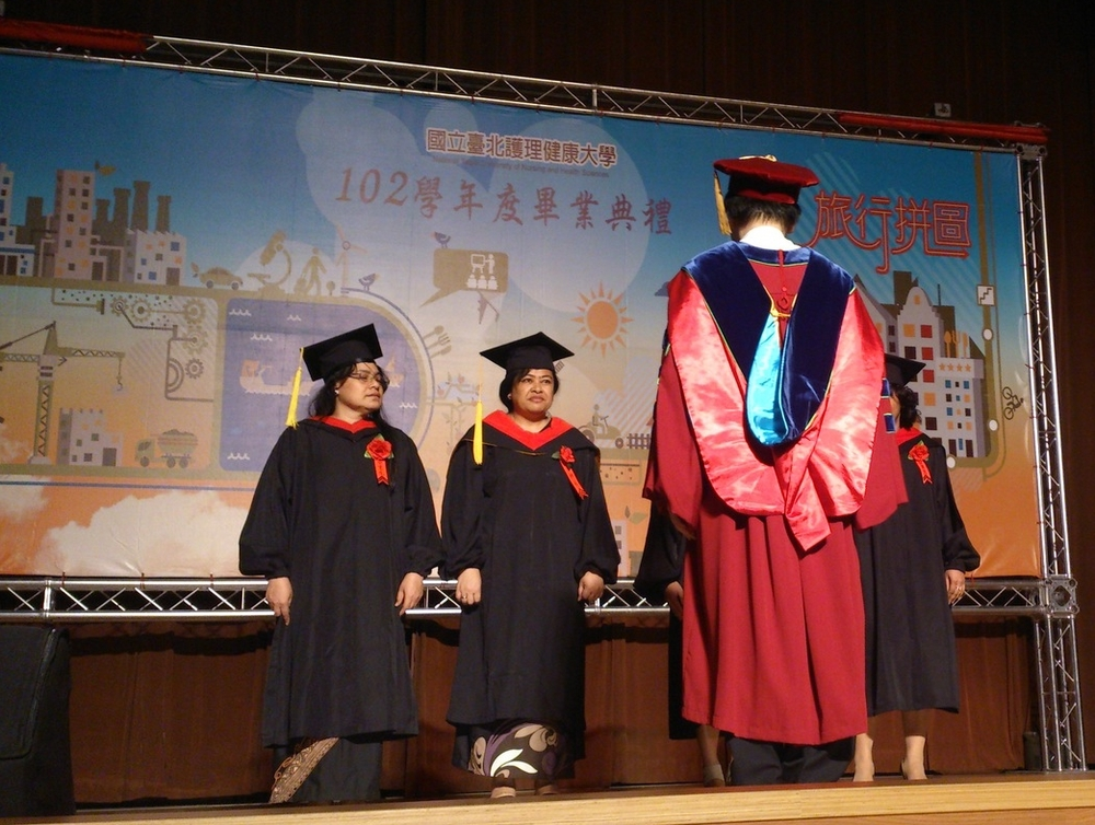 Graduating Tuvaluan Student Ms.Uesepa Malaitia Michael/吐瓦魯畢業生Uesepa Malaitia Michael小姐