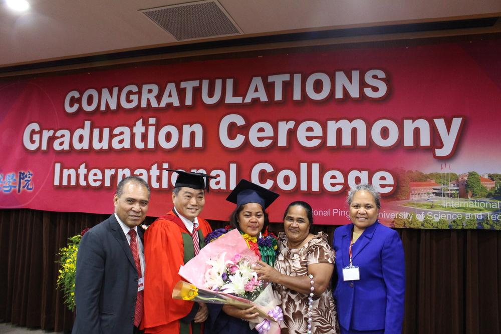 Ambassador and Madame Taupo with Tuvaluan student Sinaumoe Elimareki Lopati/陶敏德大使伉儷與吐瓦魯學生Sinaumoe Elimareki Lopati