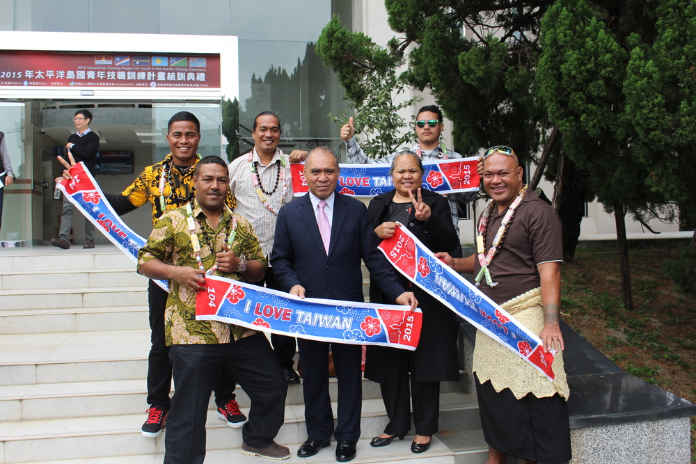 Ambassador and Madame Taupo, with trainees Moalieta Omeli. Siaosi Taake. Teafa Tautu, Baeke Timoteo, and Alama Sione.