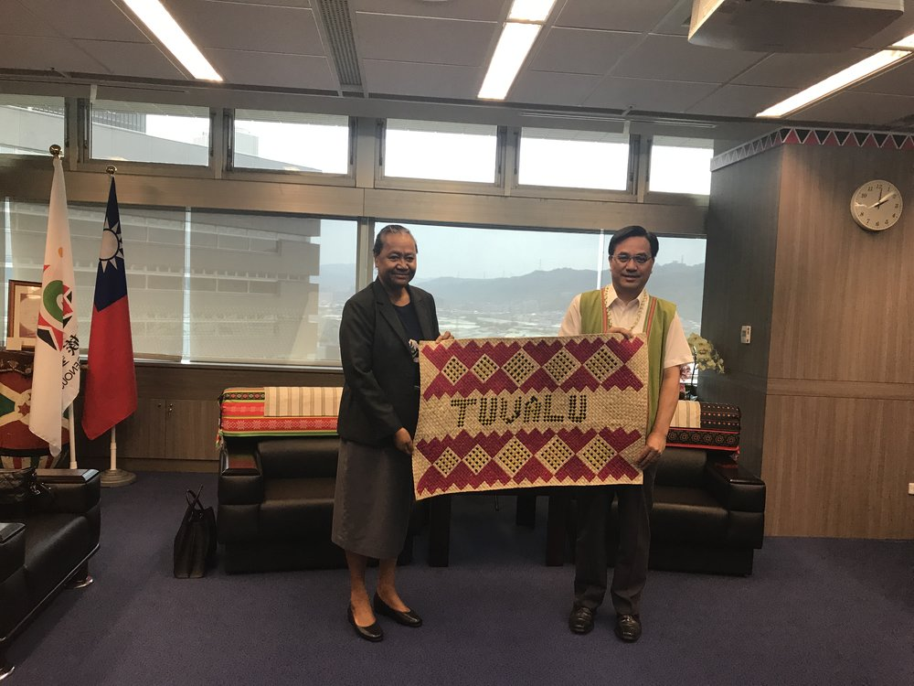 H.E. Ambassador Limasene Teatu presented the Tuvaluan handicrafts to Hon. Icyang Parod, Minister of Council of Indigenous People, Republic of China (Taiwan).