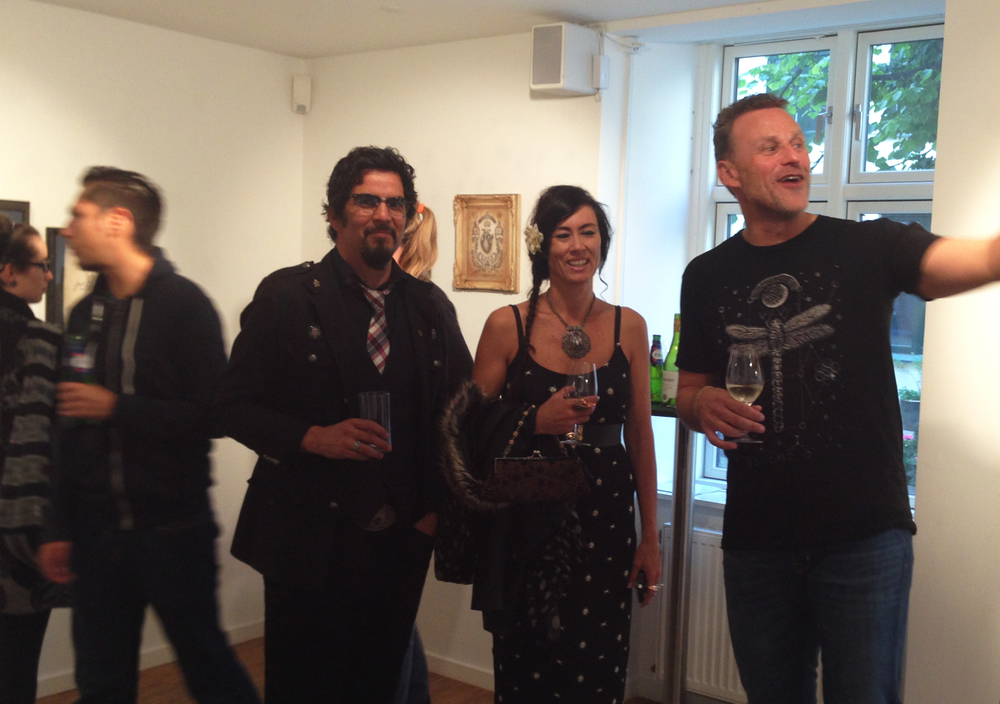 Daniel Martinez Diaz (left), his wife Paula, and Kim Jørgensen (right), the owner of Oxholm Gallery