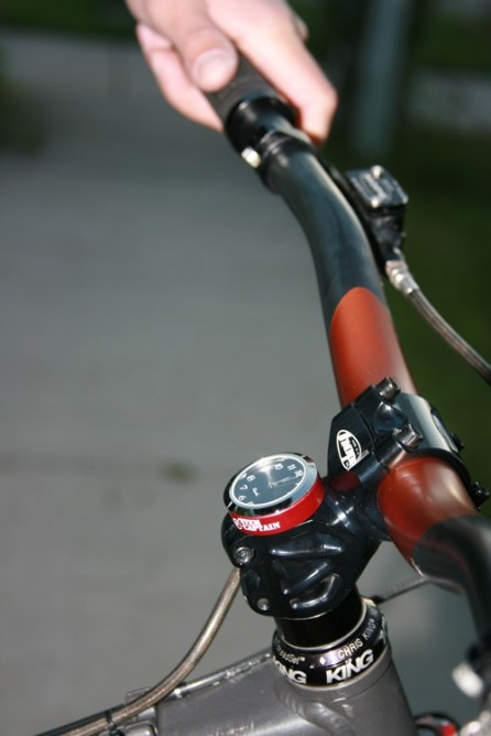 The StemCAPtain replaces your bicycle's handlebar stem cap with one that incorporates a clock, compass or thermometer