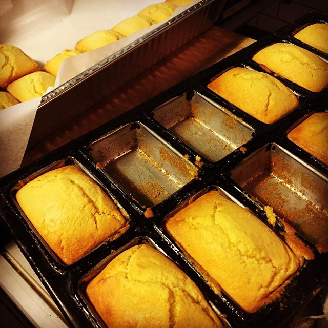 When you know that's it's not just about the chicken...Packing out cornbreads and homemade salted scallion butter for a catering order that only asked for cornbread. 💁🏻 dozens of it. #cornbread #bread #wangsbk